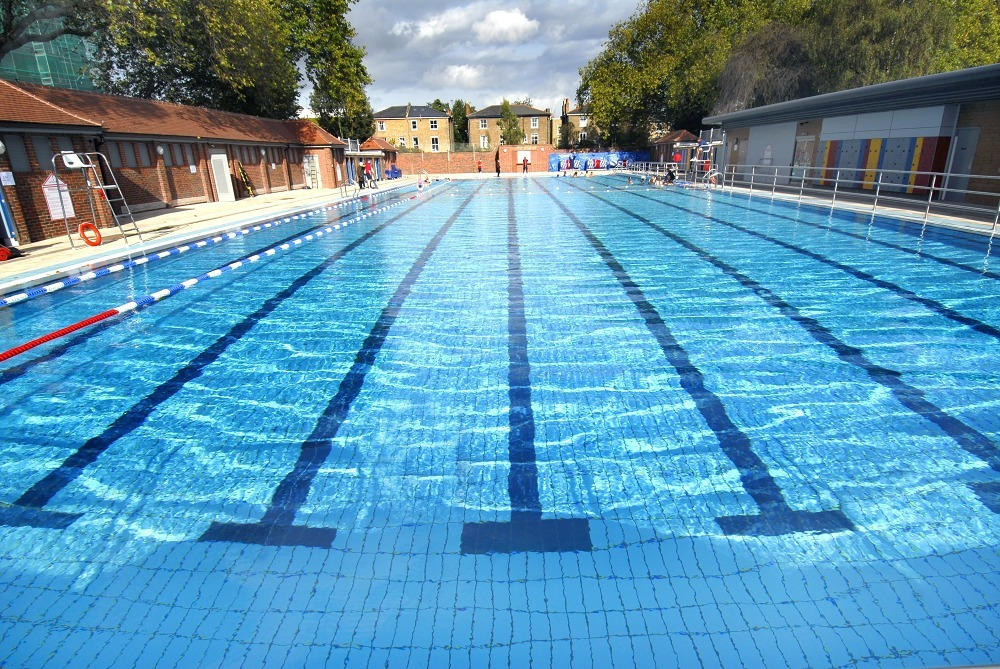 Where to find pools with a view in london plaza estates - Apartments with swimming pool london ...