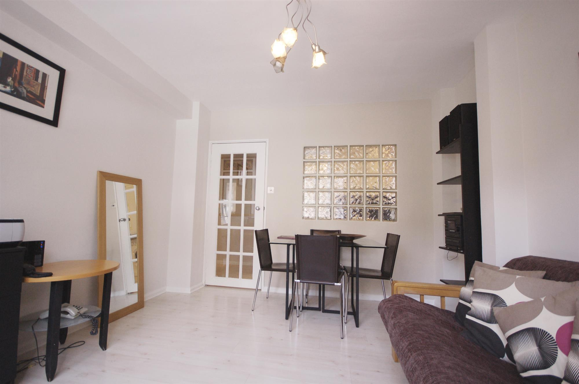 properties for sale 1 bedroom Apartment CHELSEA CLOISTERS ...