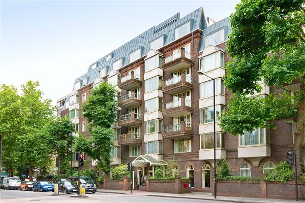 properties for sale 2 bedroom Apartment CROWN COURT, ST JOHNS WOOD, NW8