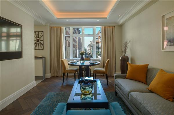 HYDE PARK RESIDENCE, MAYFAIR, W1K