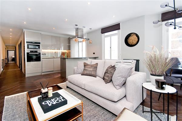 properties to rent 3 bedroom Apartment BEAUCHAMP PLACE, KNIGHTSBRIDGE, SW3