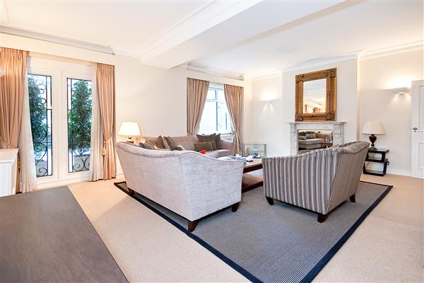 properties to rent 3 bedroom Apartment ENNISMORE GARDENS, KNIGHTSBRIDGE, SW7