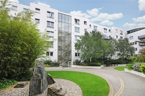 properties to rent 3 bedroom Apartment HEREFORD ROAD, BAYSWATER, W2