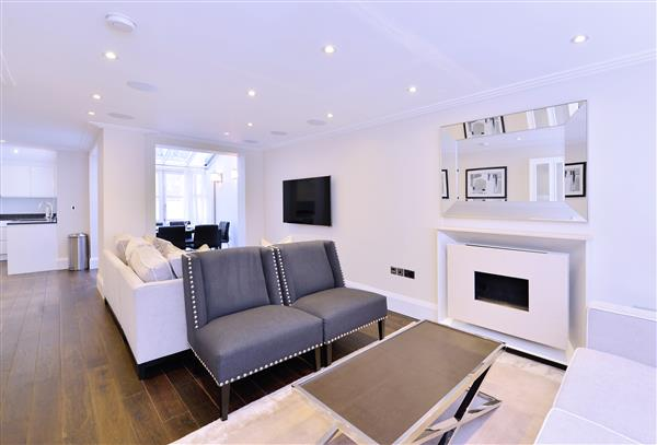 properties to rent 3 bedroom House PARK WALK, CHELSEA, SW10