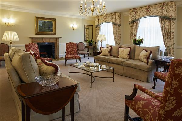 properties to rent 3 bedroom Serviced Apartment HYDE PARK GATE, KENSINGTON, SW7.