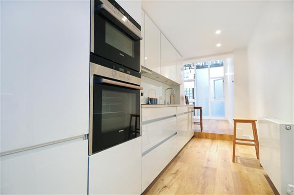 properties to rent 4 bedroom Apartment GREAT CUMBERLAND PLACE, MARBLE ARCH, W1