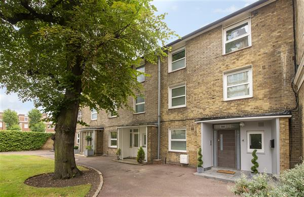 properties to rent 5 bedroom House COURT CLOSE, ST JOHNS WOOD, NW8