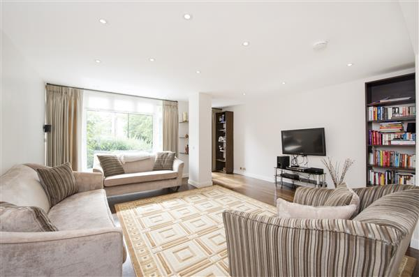 properties to rent 5 bedroom House WOODSFORD SQUARE, HOLLAND PARK, W14